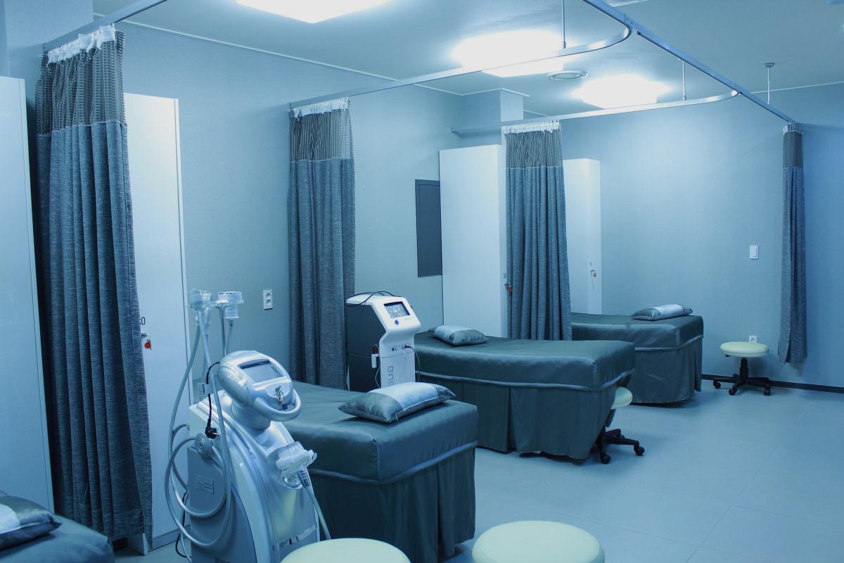 Habitación hospital Adeslas