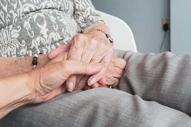 Qué cuidados necesitan las personas mayores con Alzheimer en casa 1